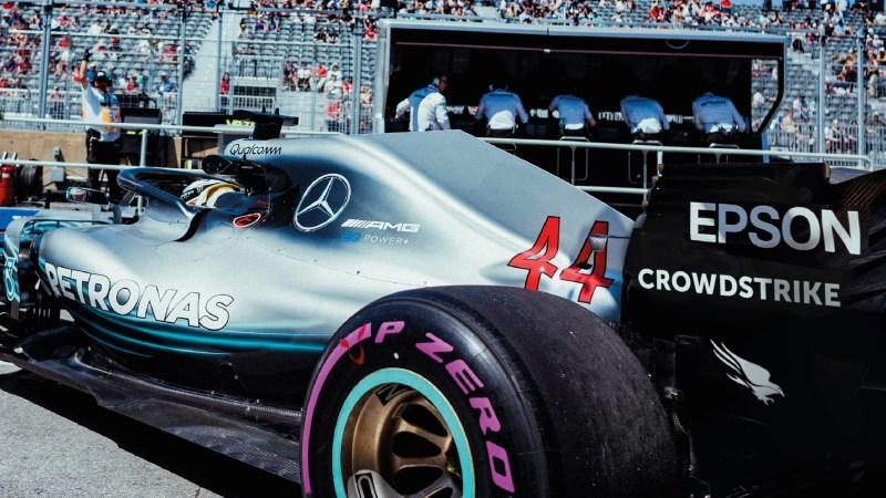 Petronas Sportwagen Seitenansicht mit AMG und Epson Schriftzug