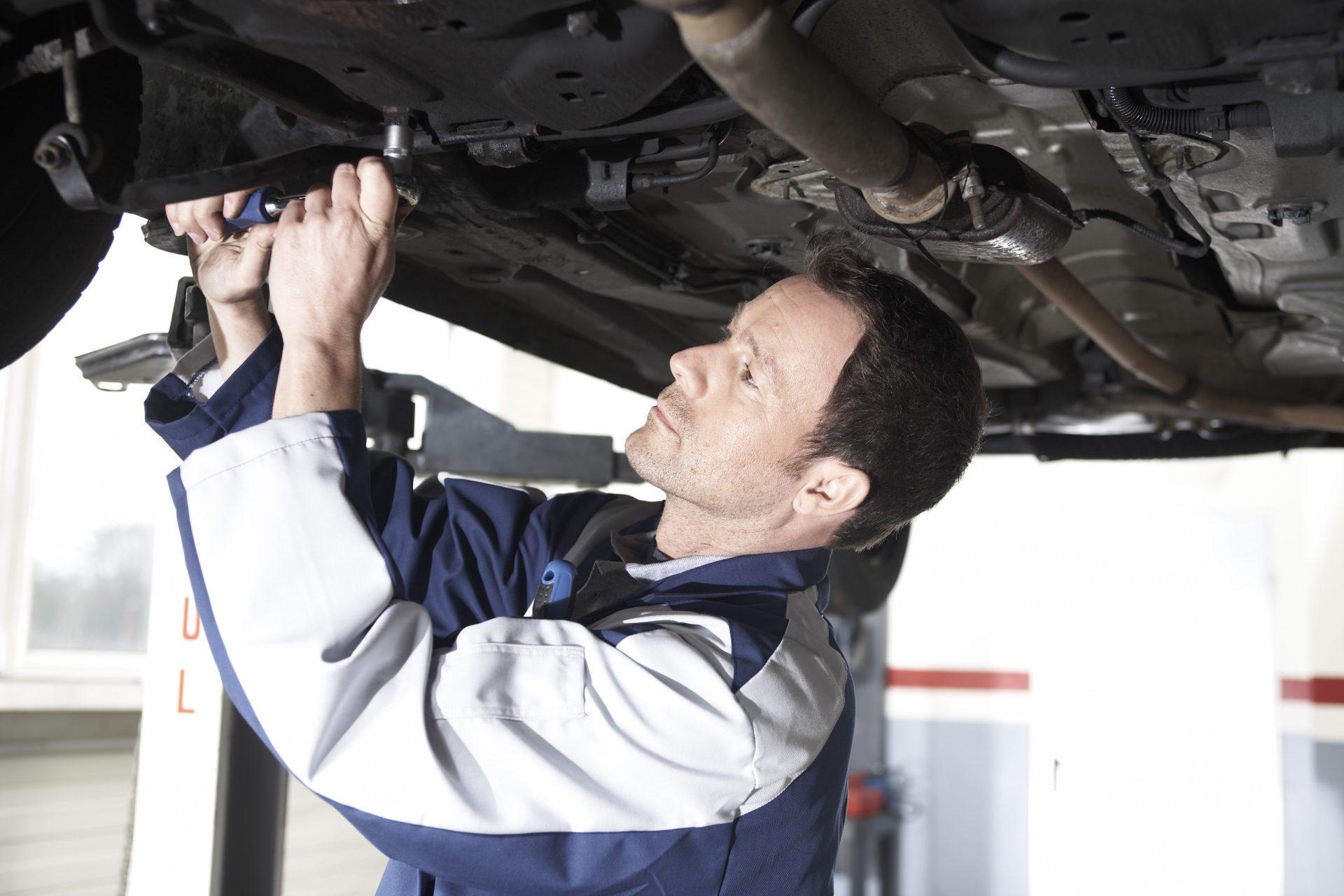 Wie preisbewusste Autofahrer trotz steigender Werkstattkosten sparen können