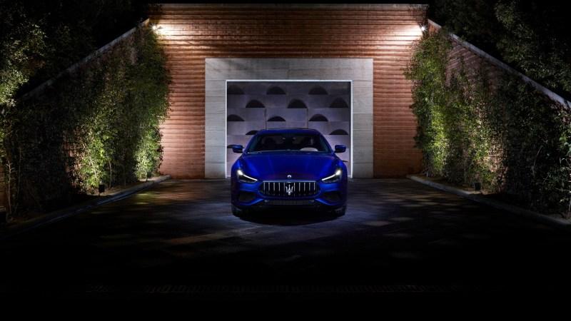 Edle Tropfen verkosten und in der Garage steht ein Fahrzeug von Maserati