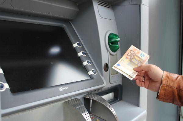Geldwäsche, Geldautomaten und Ganoven