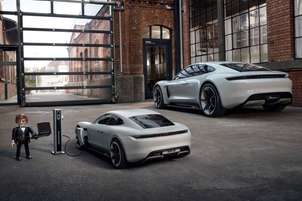 Helden aus dem Baukasten Porsche Ladestation