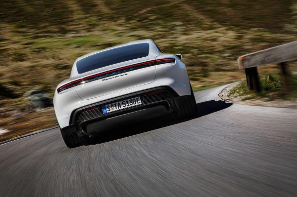 E Porsche 5 hinten