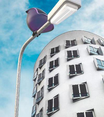 5G Mobilfunkzellen verhüllt vor Hochhaus