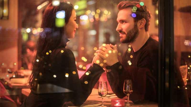 Auf Dating-Portalen ist Vorsicht geboten.
