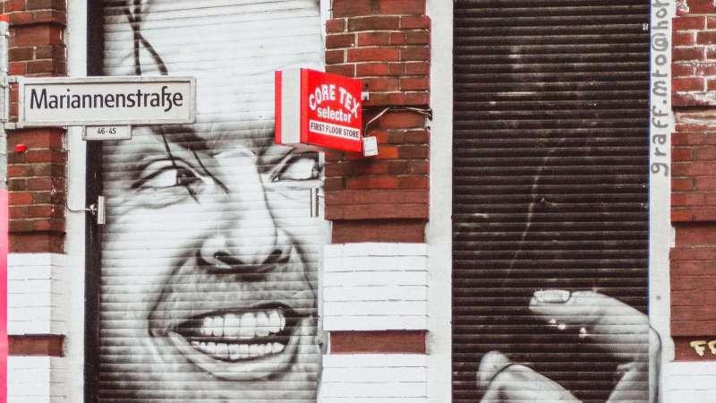 Jack Nicolson als Türbild auf der Mariannenstraße gemalt