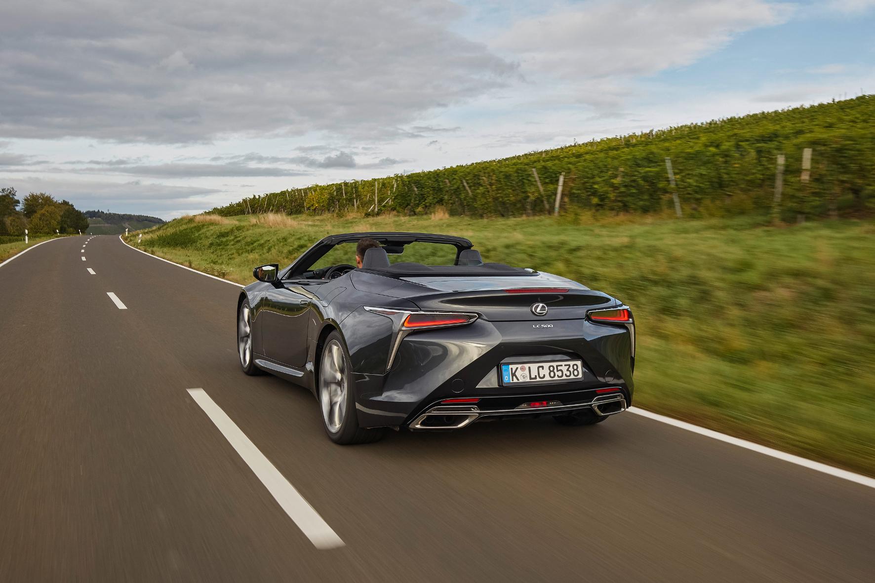 Im neuen Lexus-Cabrio scheint in 15 Sekunden die Sonne