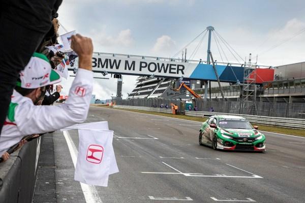 Geschafft: Honda feiert mit dem Civic Type R einen Klassensieg beim 24-Stunden-Rennen auf dem Nürburgring. © Thorsten Weigl / Honda/TRD mobil