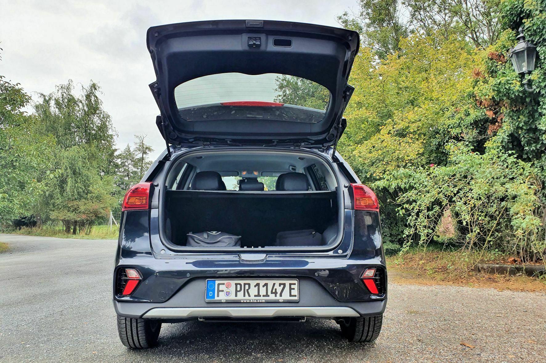 Der Platz im Kofferraum reicht trotz der recht großen Batterie unter dem Ladeboden im Alltag völlig aus. © Jutta Bernhard / mid / trd mobil