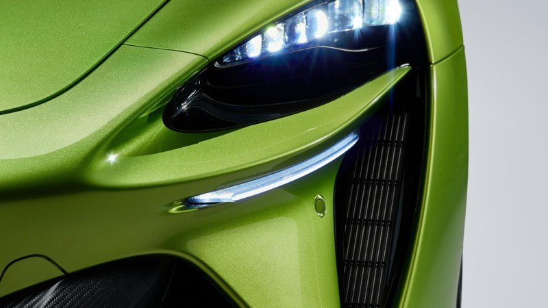 Große Lufteinlässe und der McLaren-typische Bumerang prägen die Frontpartie des neuen Artura, der ab 226.000 Euro kosten wird. © McLaren