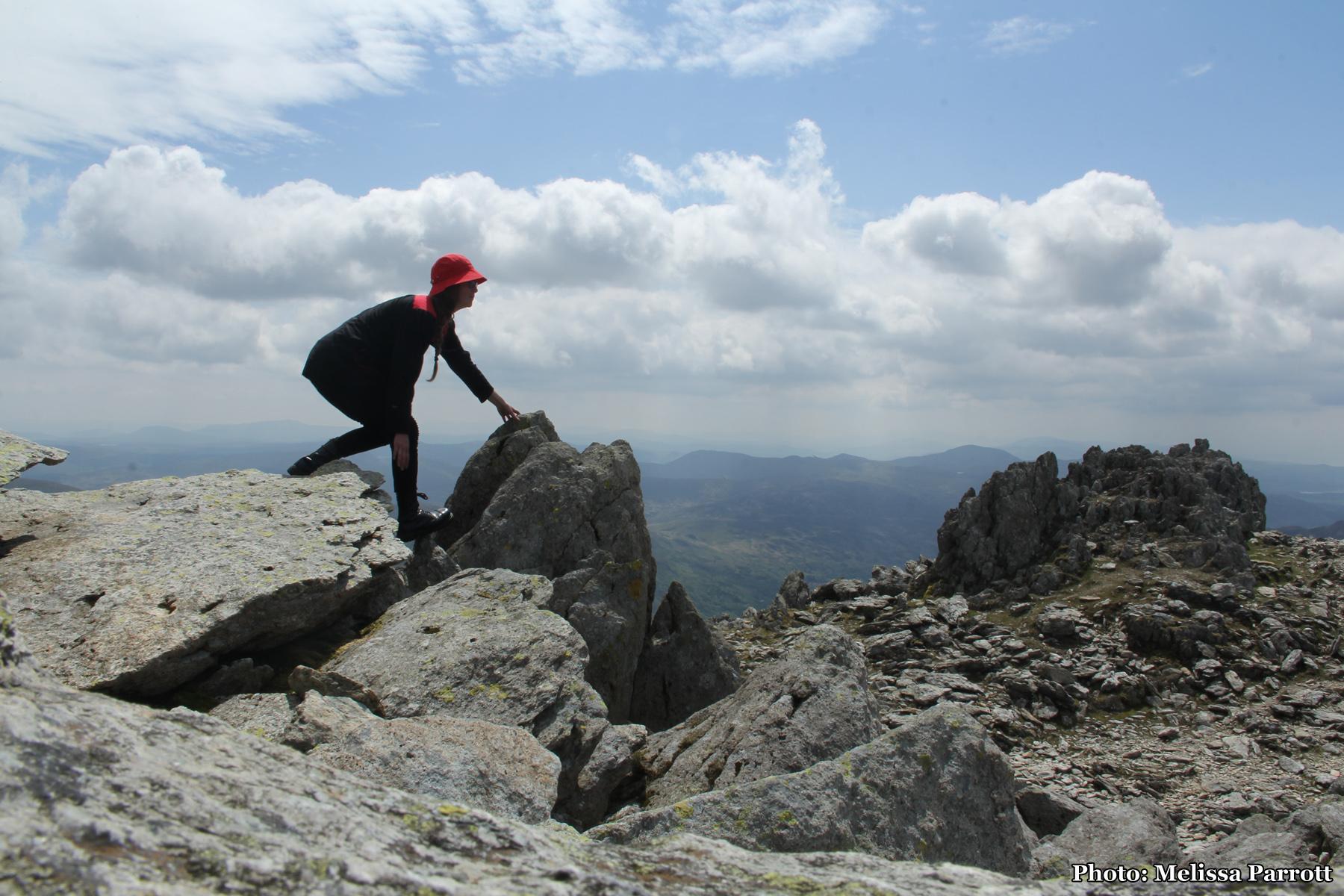 Scrambling hill climber