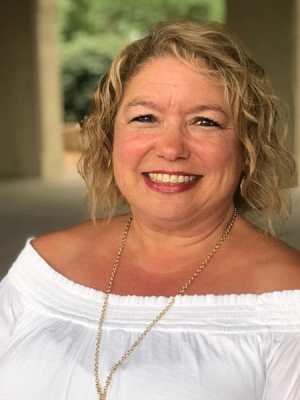 Sandy Wirth Scrapbooking Expert