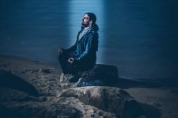 """""""Nur in einem ruhigen Teich spiegelt sich das Licht der Sterne."""" (Chinesisches Sprichwort) Model: Gary"""