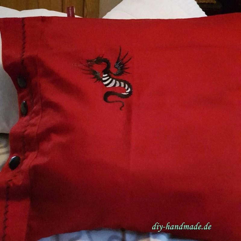 Kissenbezug rot mit Drachen