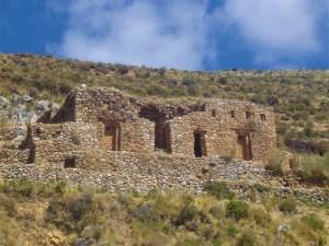 Ruins along the trail of Isla del Sol.