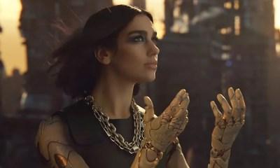 Dua Lipa se transforma em Alita em clipe de 'Swan Song'