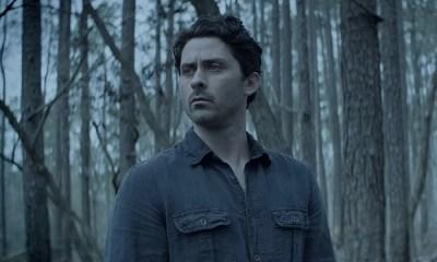 Monstro do Pântano | Novo trailer mostra Alec antes da transformação