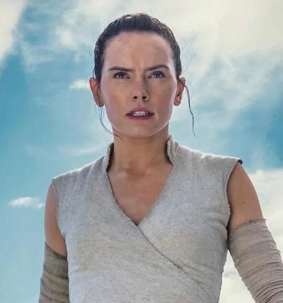 Star Wars: A Ascensão Skywalker | Rey segura sabre invertido em nova foto