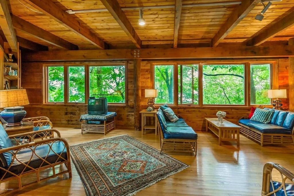 Enchanted Treehouse Rental in MichiganEnchanted Treehouse Rental in Michigan