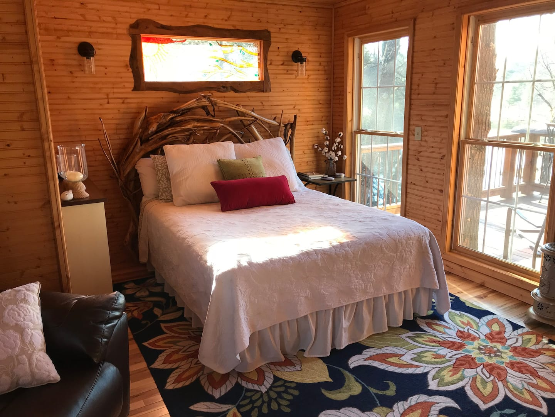 Serenity Now Treehouse Michigan Rental