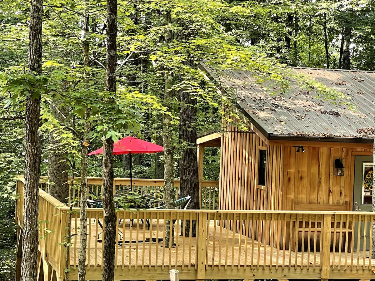 Walland Forests Treehouse Suite with Hot Tub