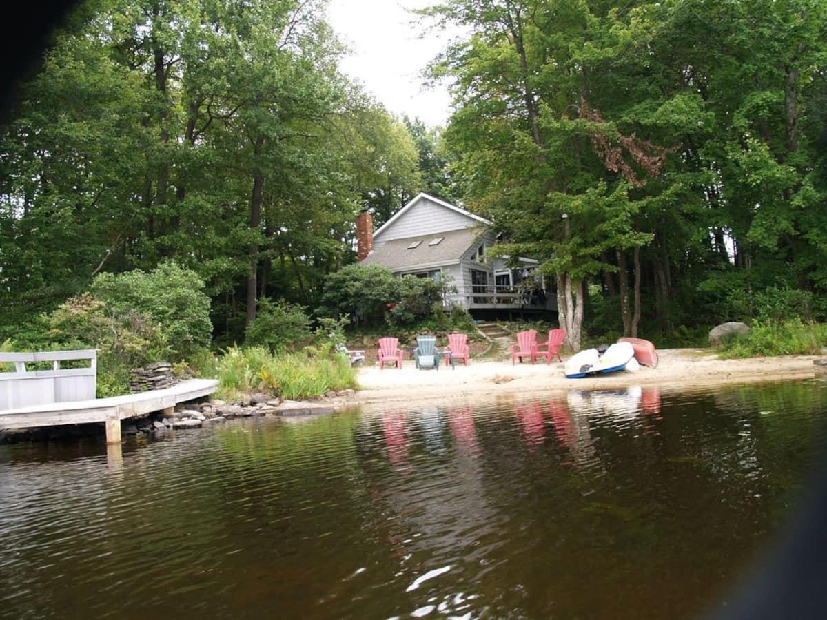 Family FriendlyLakefront Pocono Retreat