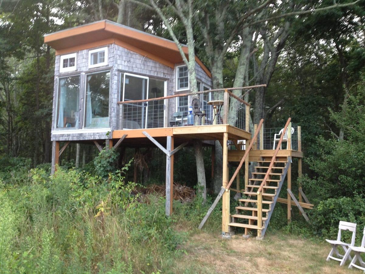 Providence area TreeHouse Farm Stay