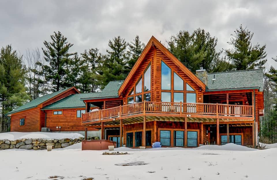 Spacious Luxurious Cabin - Amazing Views & Hot Tub