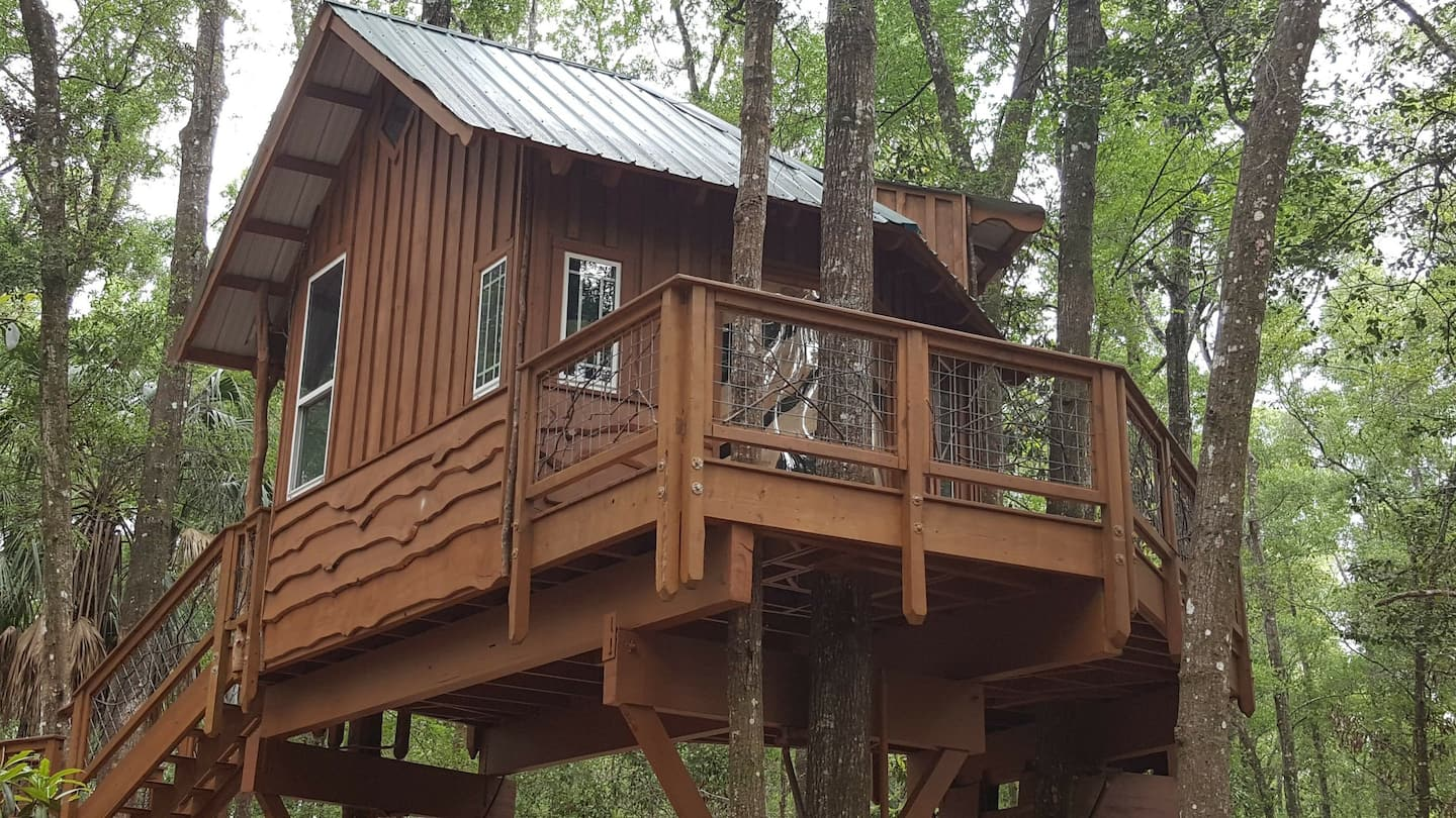 Treehouse Cabin Retreat in Florida