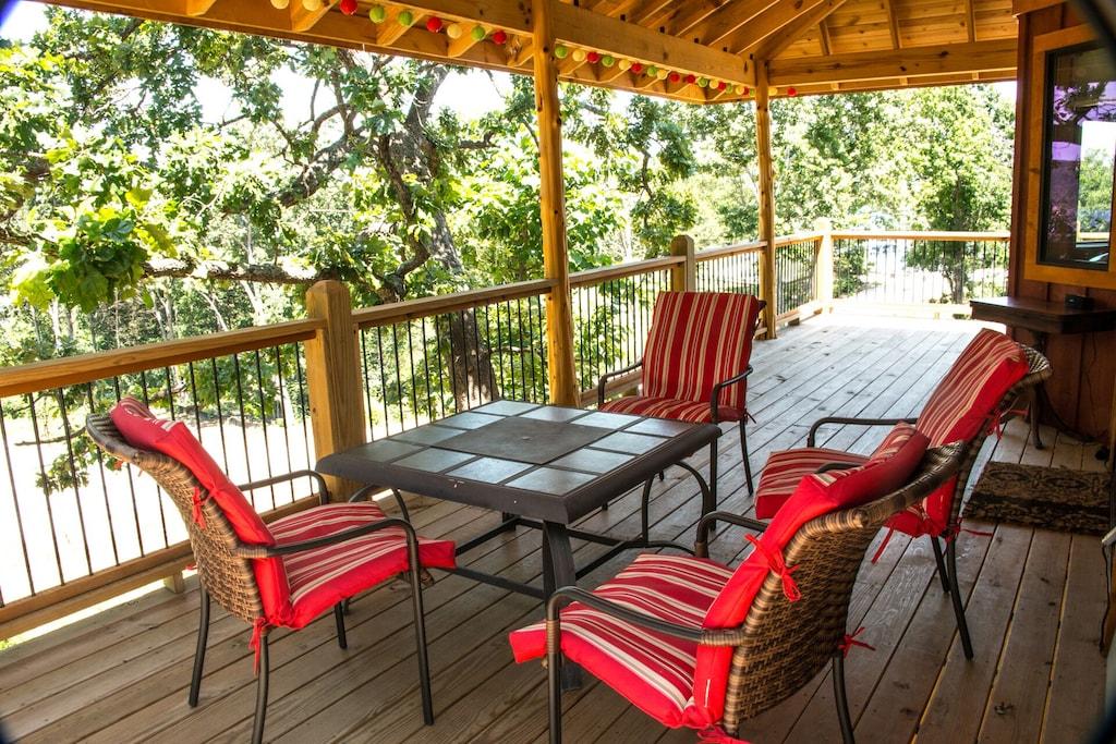 Lakefront Luxury Treehouse on Bull Shoals Lake