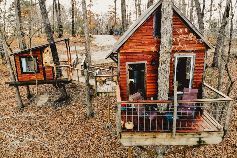 Ozark Tree Suite — Getaway Treehouse & Jacuzzi Bath House Airbnb
