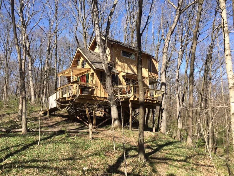 Ten Acre Treehouse Rental in Illinois - Captains Quarters