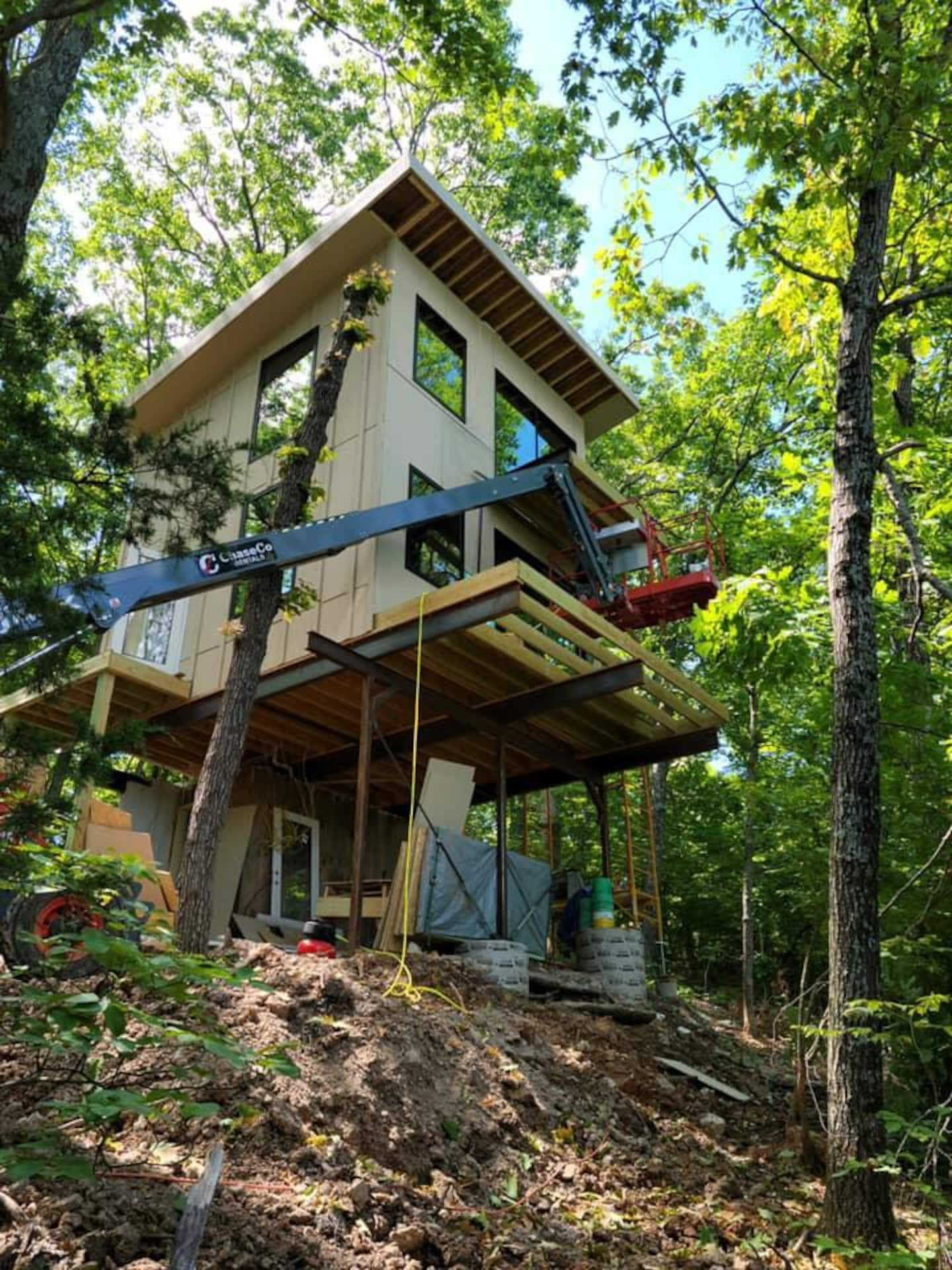 Treehouse for two Missouri Airbnb