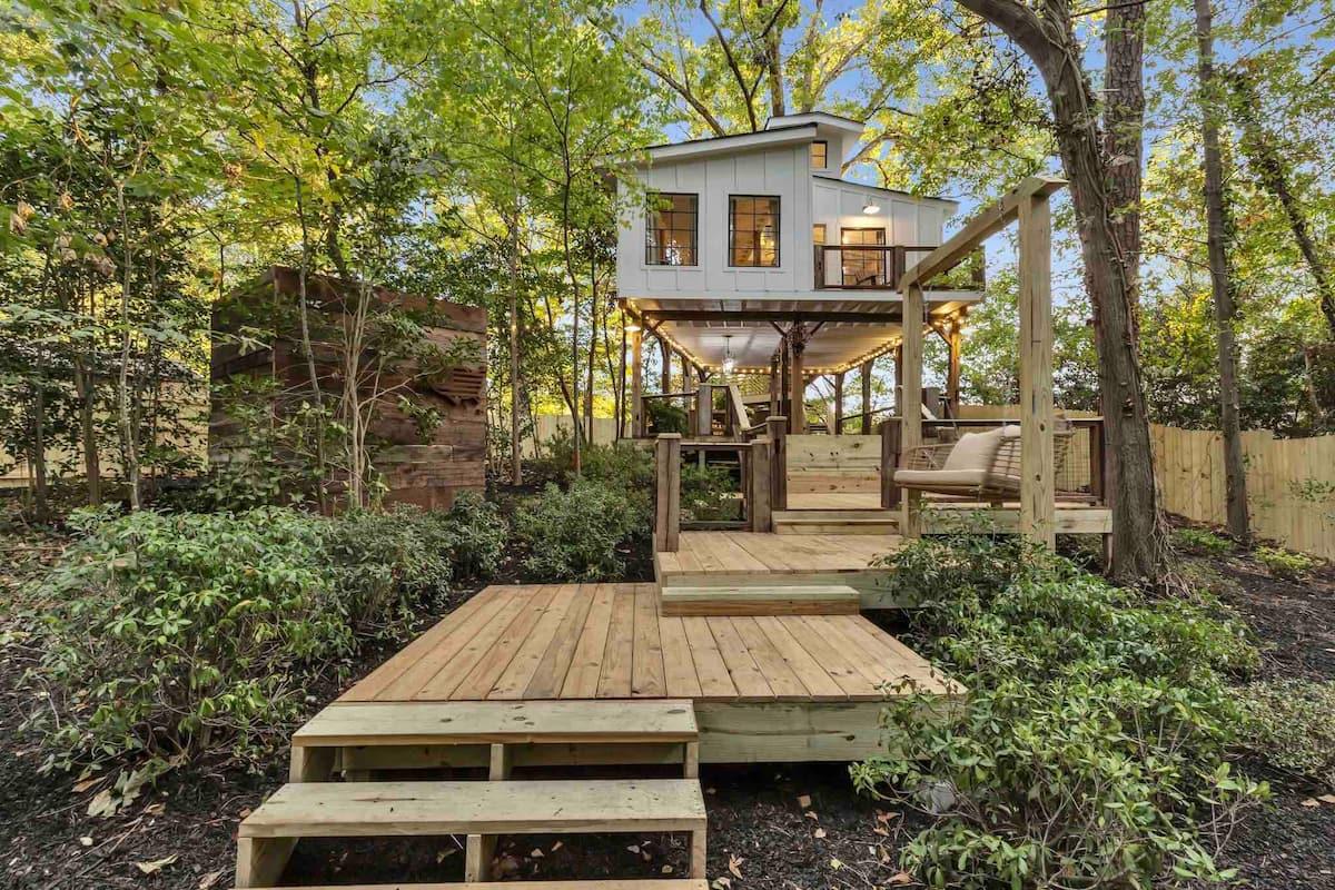Atlanta Georgia Treehouse for Couples, Weddings and Hot Tub