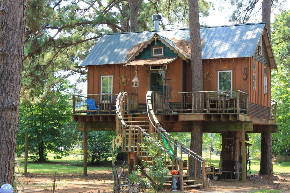 Cedar Treehouse Airbnb Louisiana