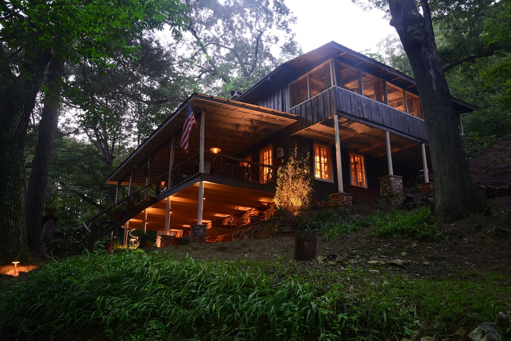 Historic Mountain Cabin Tree House in the Woods