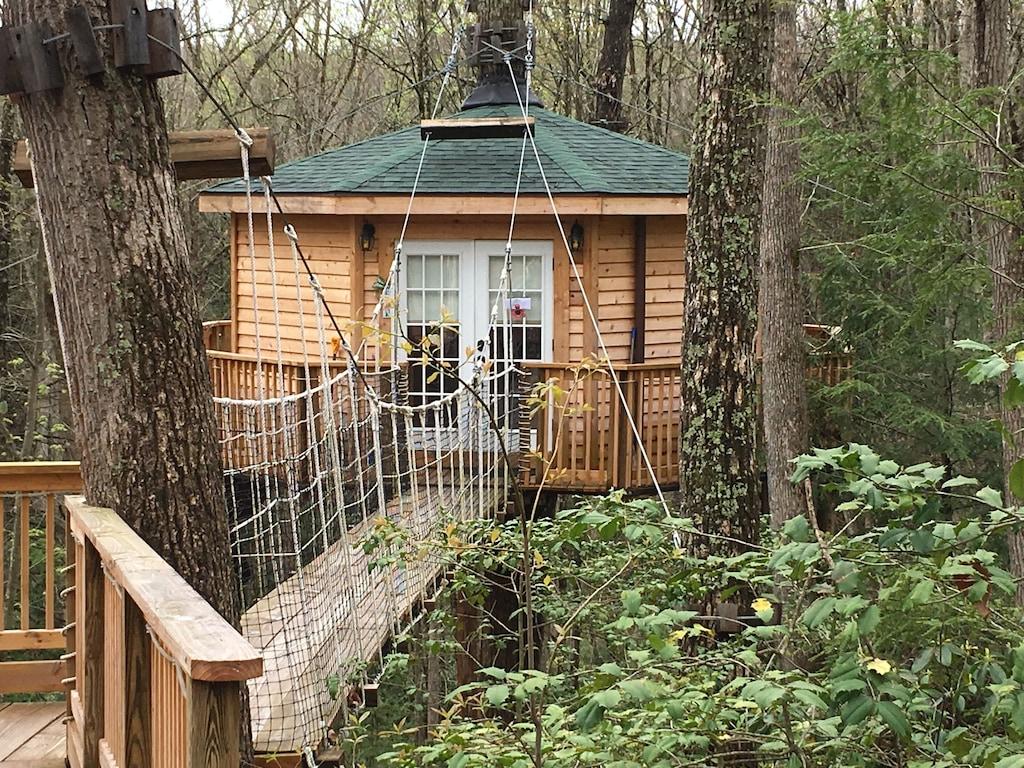 Romantic Treehouse Rental in West Virginia