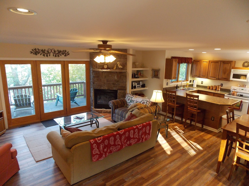 Sisters Treehouse Vacation Rental