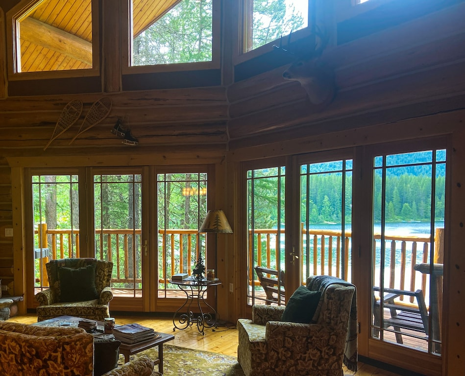 Treehouse Cabin Lakefront Montana