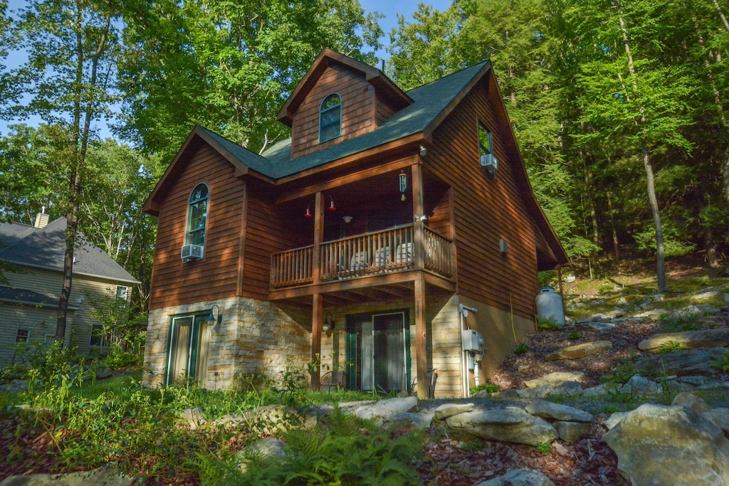 Treehouse Maryland Cabin Rental With Hot Tub