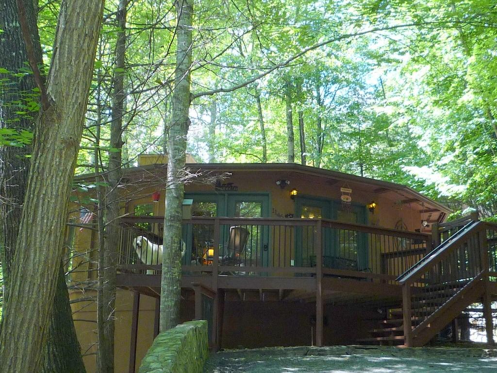 Unique Dusty Treehouse Gatlinburg