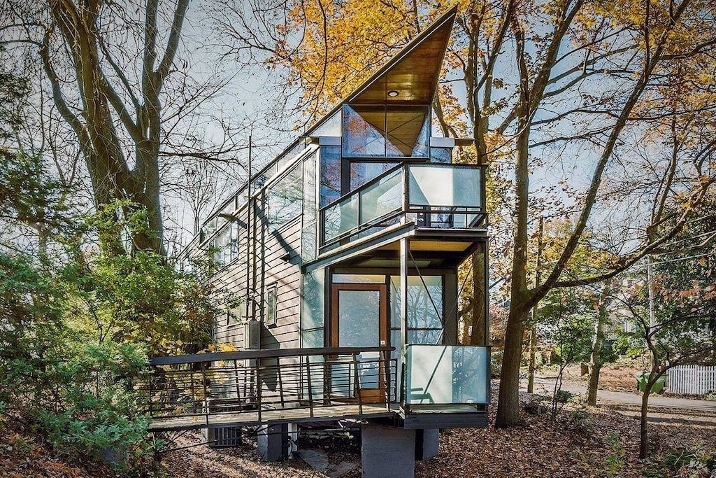 Urban Glass Treehouse Rental in Georgia