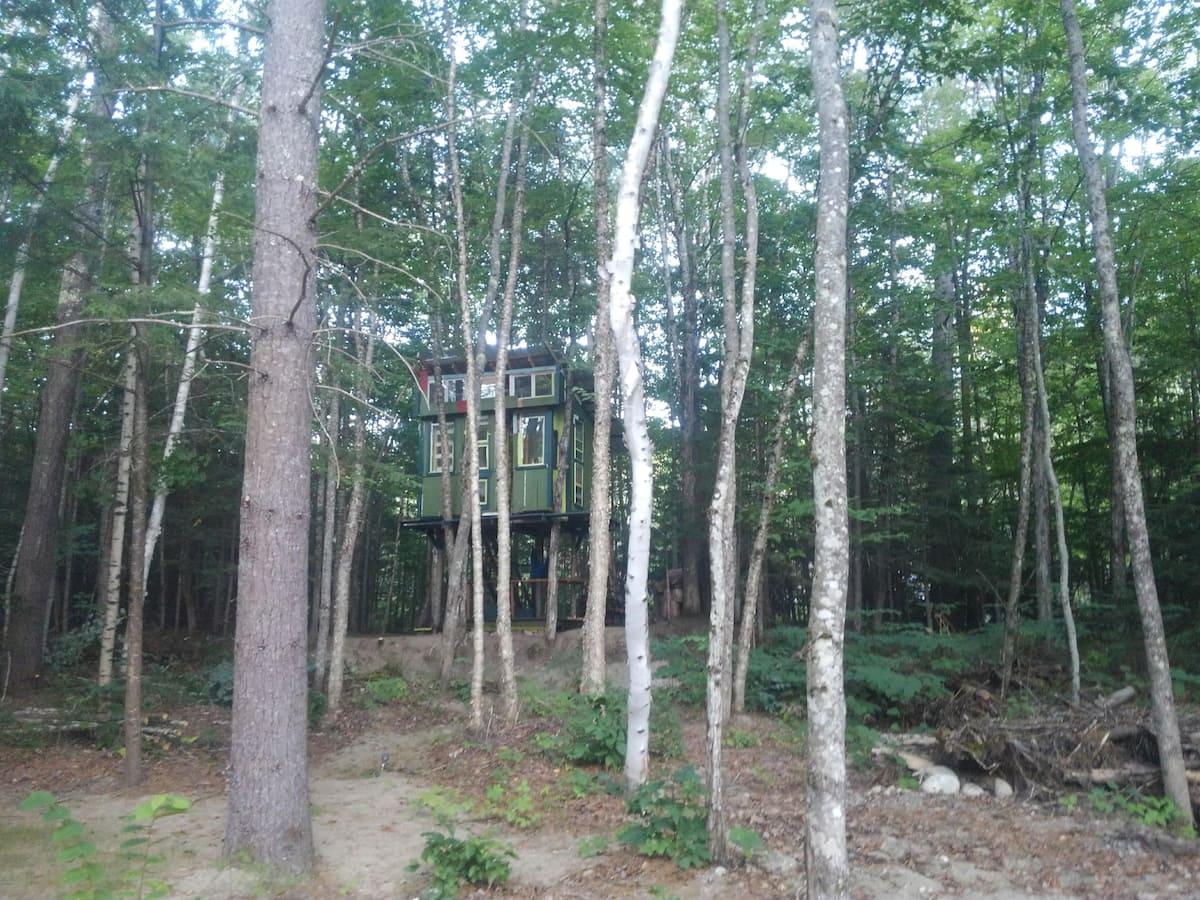 White Mountains Heated Treehouse PLUS Campsites