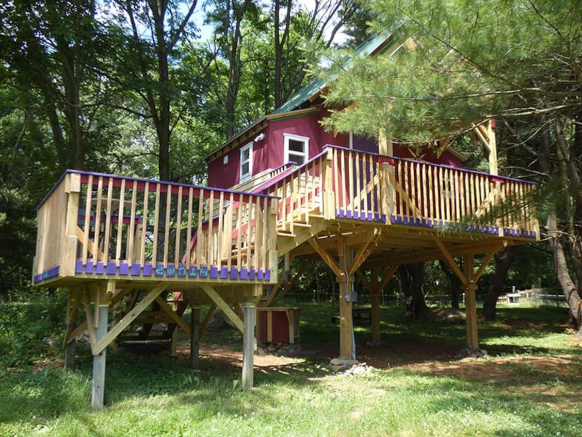 Connecticut Tree House at Underhill Hollow