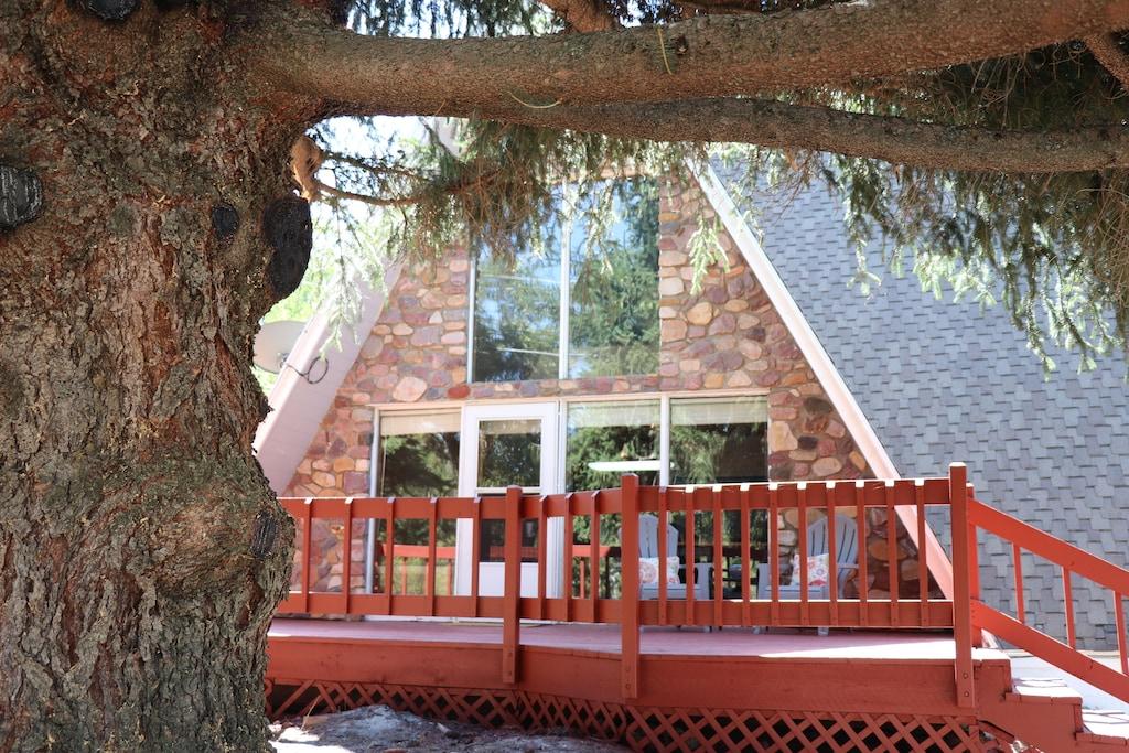 Cozy Mountain Cabin Treehouse in Utah