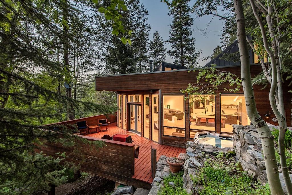 Luxury Treehouse Rental in Utah