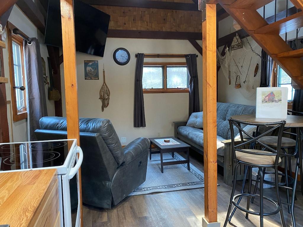 Unique Cabin in Iowa