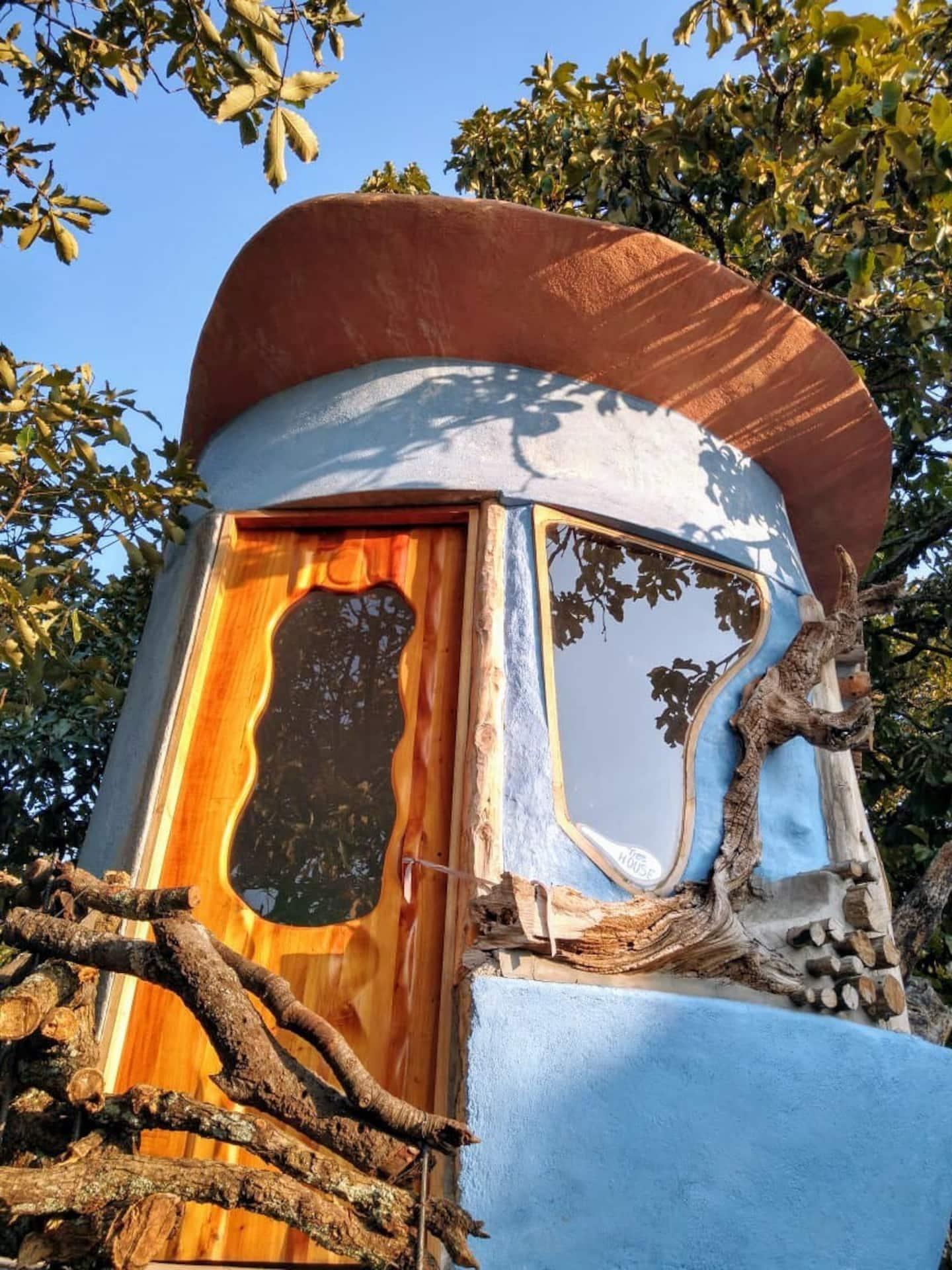 Quaint Treehouse