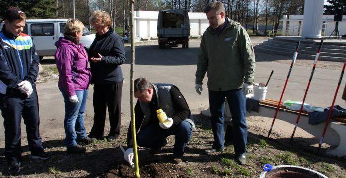 26 апреля 2014 года препаратом Арбо-Флекс в Твери были обработаны высаженные в городском парке молодые деревья