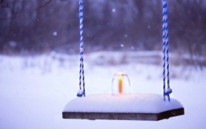 swing-candle-winter