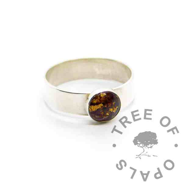 chunky band umbilical cord ring with gold leaf, 8mm round setting with classic cord (no colour), 6mm wide shiny band
